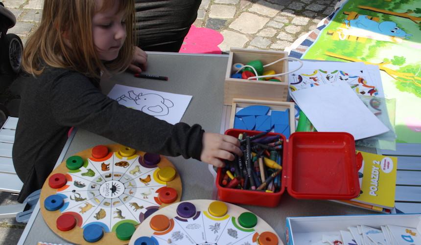 pedagog, zabawy grafomotoryczne, ćwiczenia, zabawa, terapia poprzez zabawę, porady pedagoga, centrum wspomagania i terapii rodziny, poznań